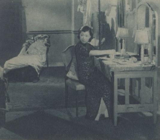 《心恨》中韋劍芳梳妝一幕